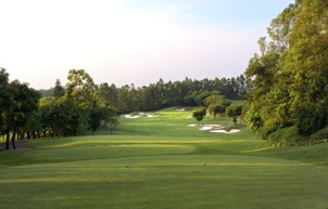 Platinum TE on the renovated greens of Agile Golf Club in Zhongshan, China (photo by Tom Breazeale)